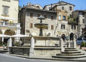 assisi-fontana dei tre leoni-quelliconlavaligia