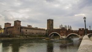 castel vecchio e ponte scaligero a verona-quelliconlavaligia