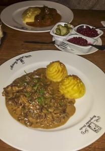 straccetti di renna e polpettine svedesi-piatti tipici svedesi quelliconlavaligia