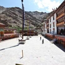 Piazza Tibet Quelli con la valigia