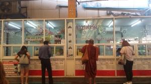 Biglietteria stazione bus per Amphawa Quelli con la Valigia