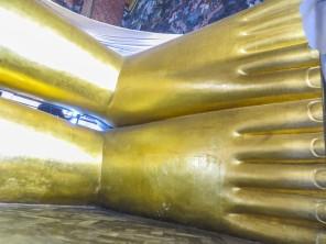 piedi-di-buddha-reclinato-wat-pho-quelli-con-la-valigia